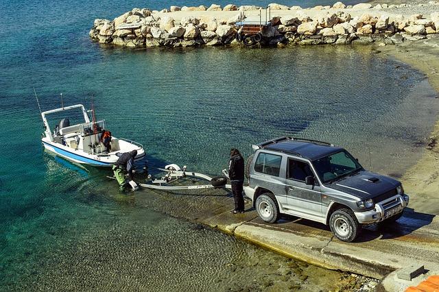 loďka za autem.jpg