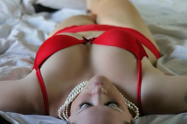 červené spodní prádlo.jpg
